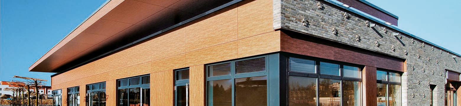 Protektor Anschlussprofile schließen die Fassadenbekleidung an andere Flächen der Fassade an.