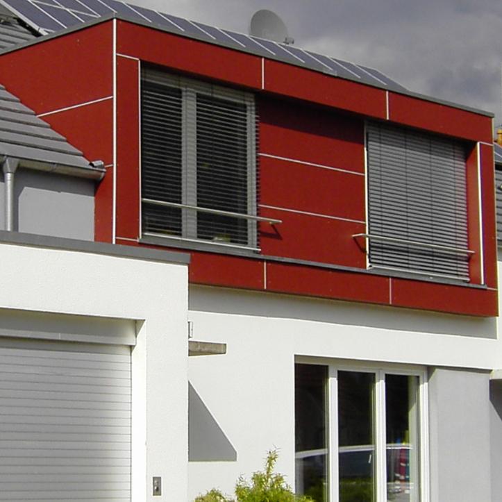 Hausfassade mit Kunststoff und Aluminium-Profile von Protektor