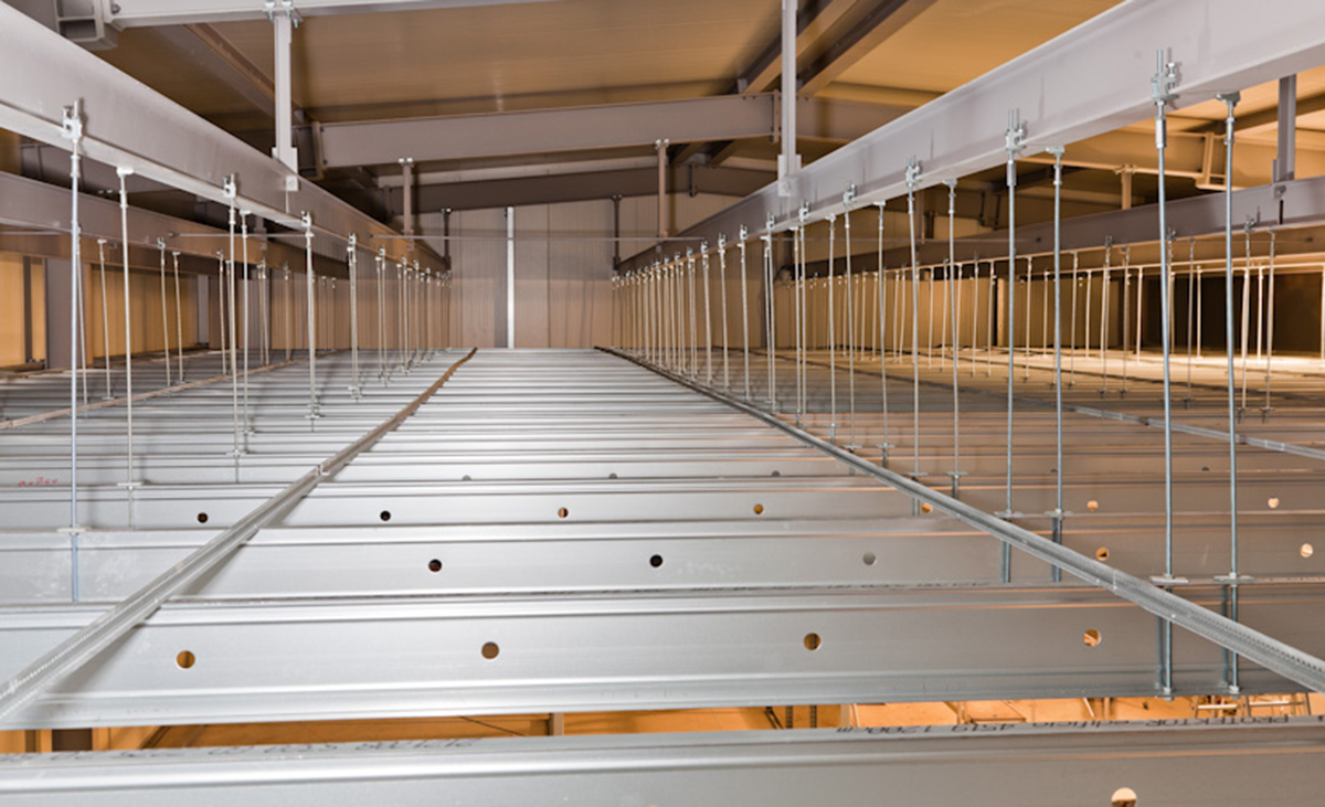 Konstruktion aus Sahlleichtbauprofilen Protektor edificio