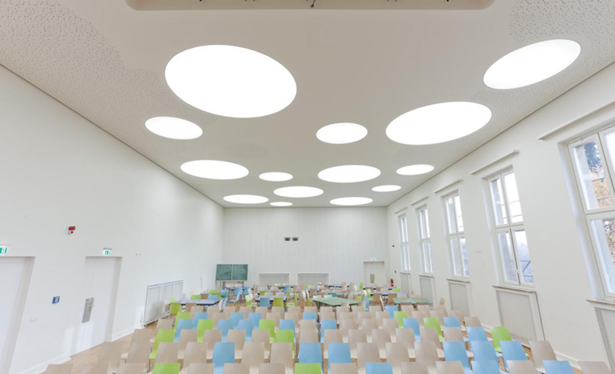 Auladecke eine Gymnasiums erstellt mit Stahlleichtbauprofilen von Protektor