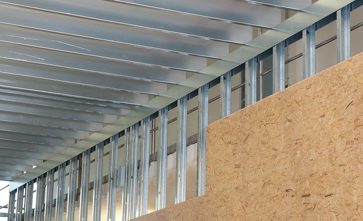 Konstruktion eines Hallenbaus aus edificio Stahlleichtbau