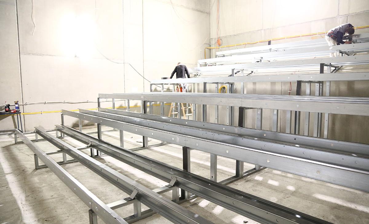Kinosaal im Rohbau aufgebaut aus Stahlleichtbauprofilen