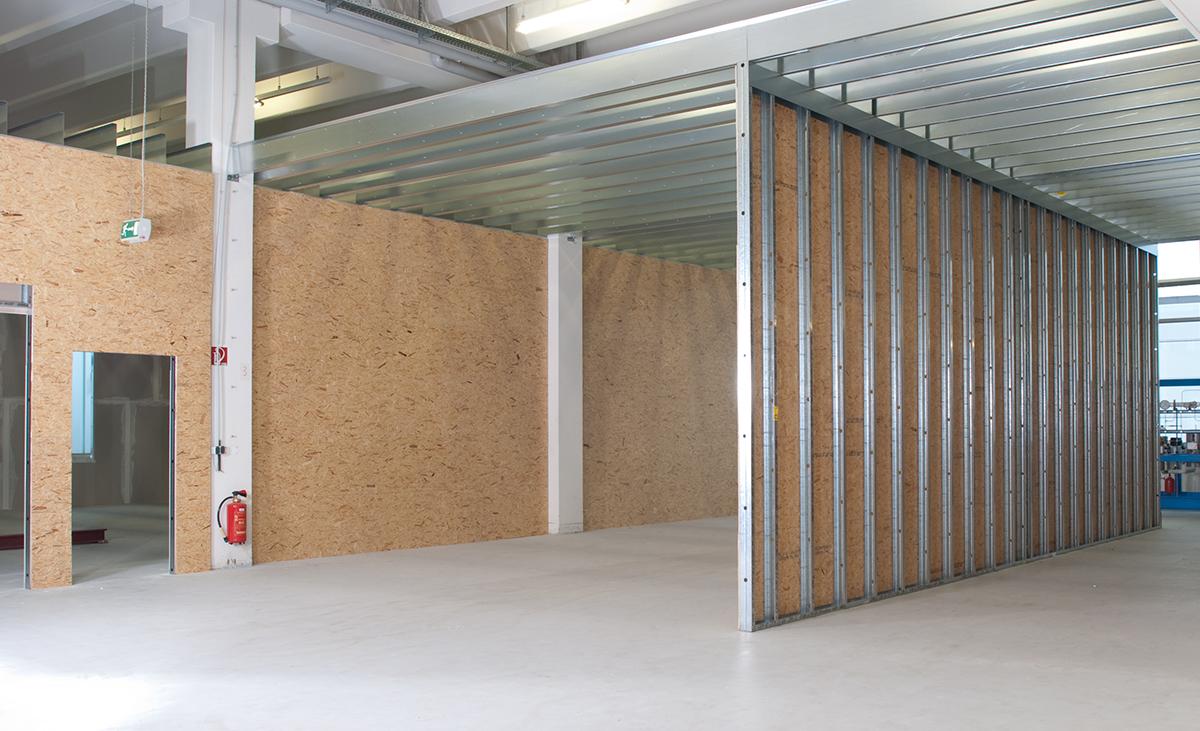 Frei tragende Wände überspannt mit stabiler Weitspannträger-Konstruktion