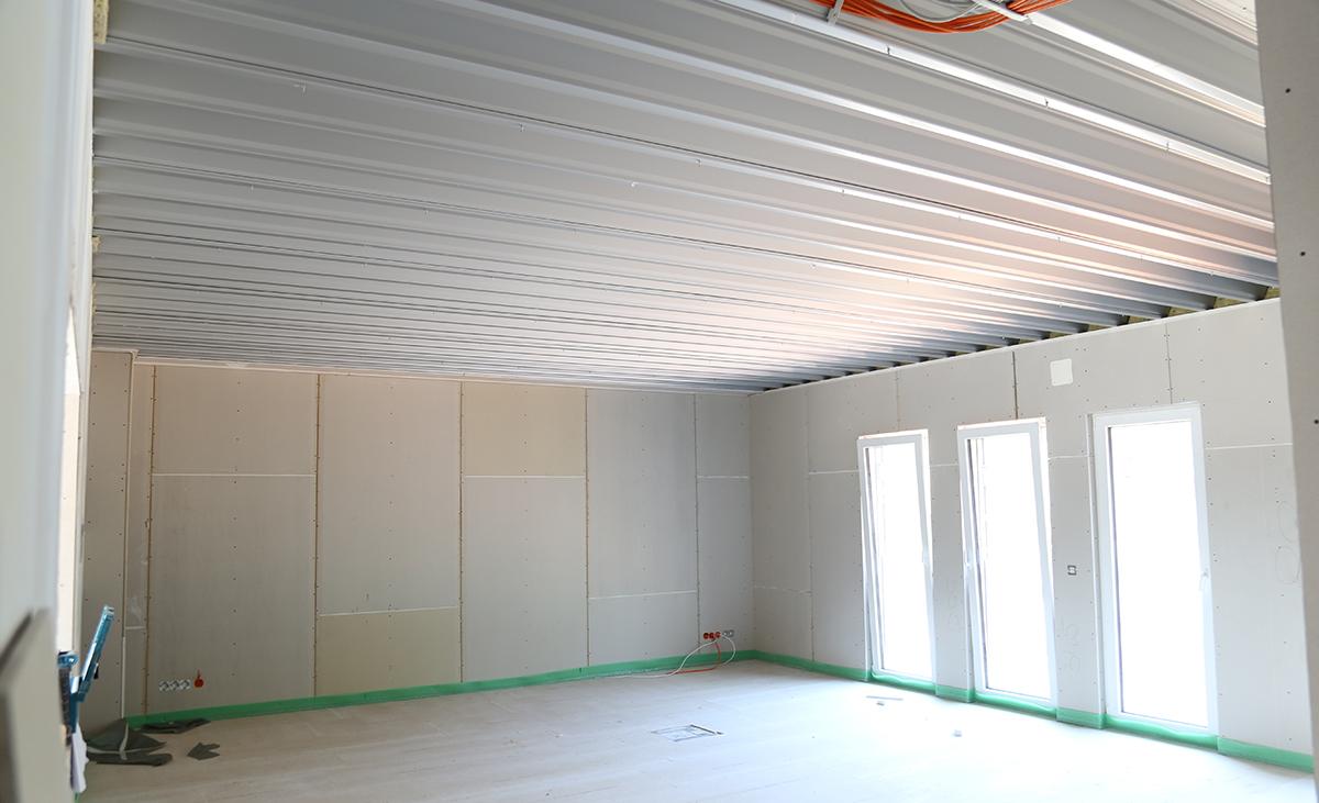 Frei Tragendes Stahlleichtbausystem integriert in eine Werkshalle