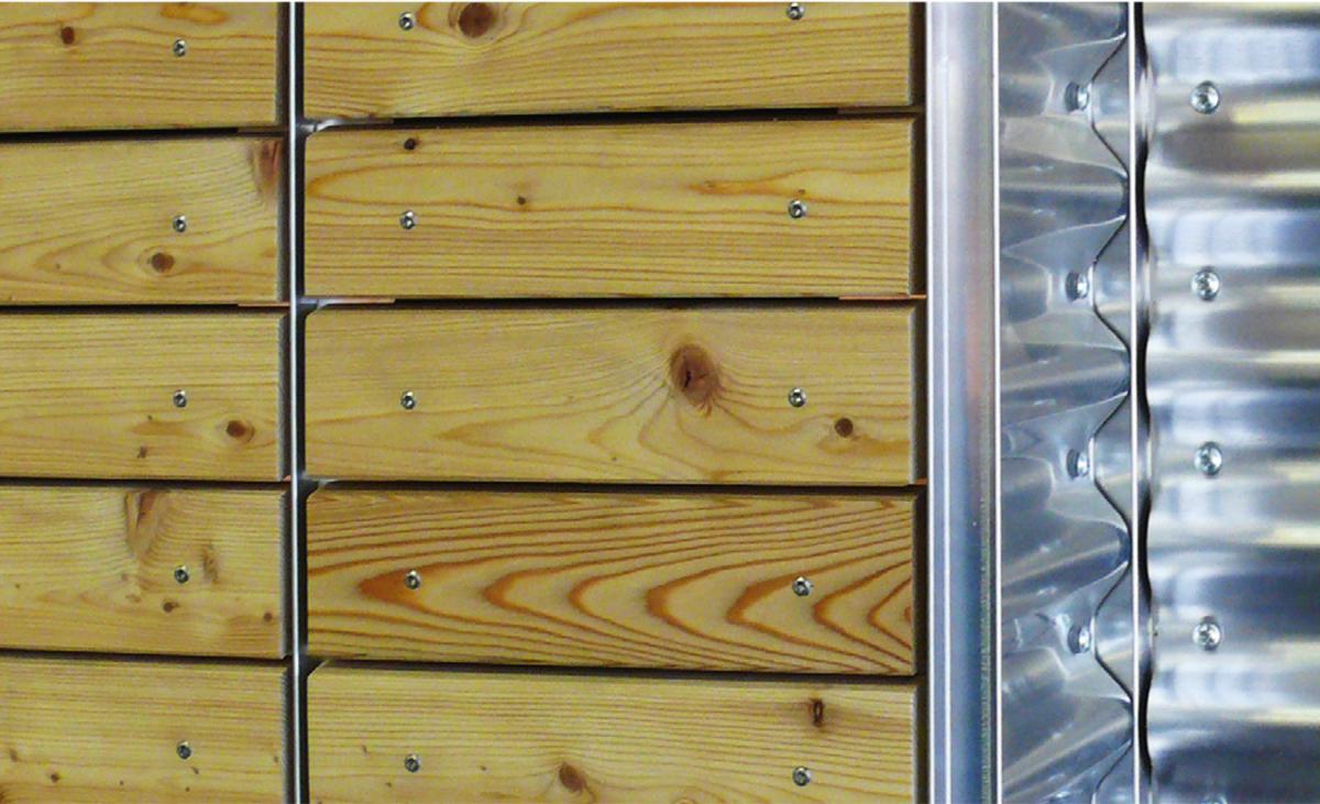 Holzfassadenprofile von Protektor zur Ausbildung von Sicken, Fugen und Kanten sowie Übergängen zu anderen  Fassadenarten.