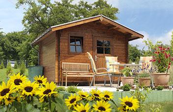 Gartenhaus ausgestatte mit einem Dachrinnenset von Protektor