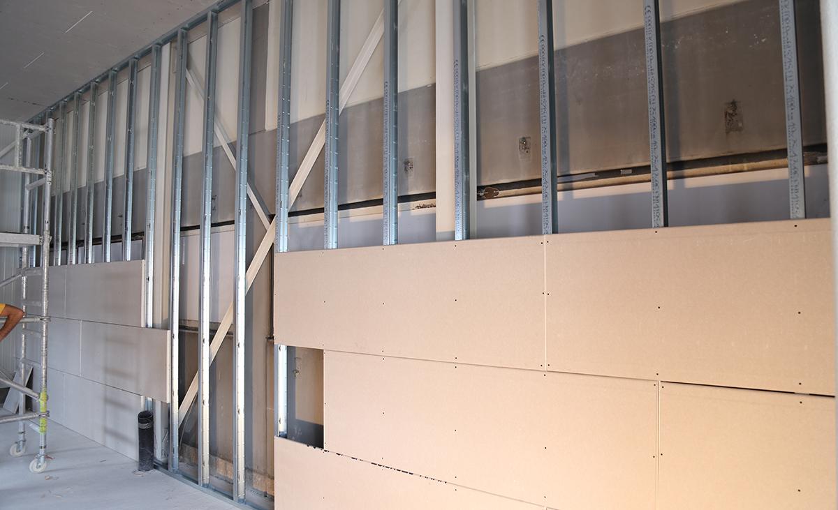 Konsturktion einer freitragende, hohe Wand im Detail